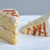 Slice sweet & salty caramel cake